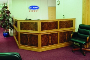 Le-Al Traditional Reception Desk