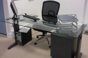 Wing Diamond Glass Desk